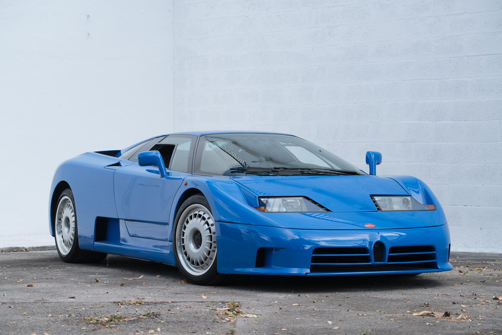 Bugatti EB110 | Curated
