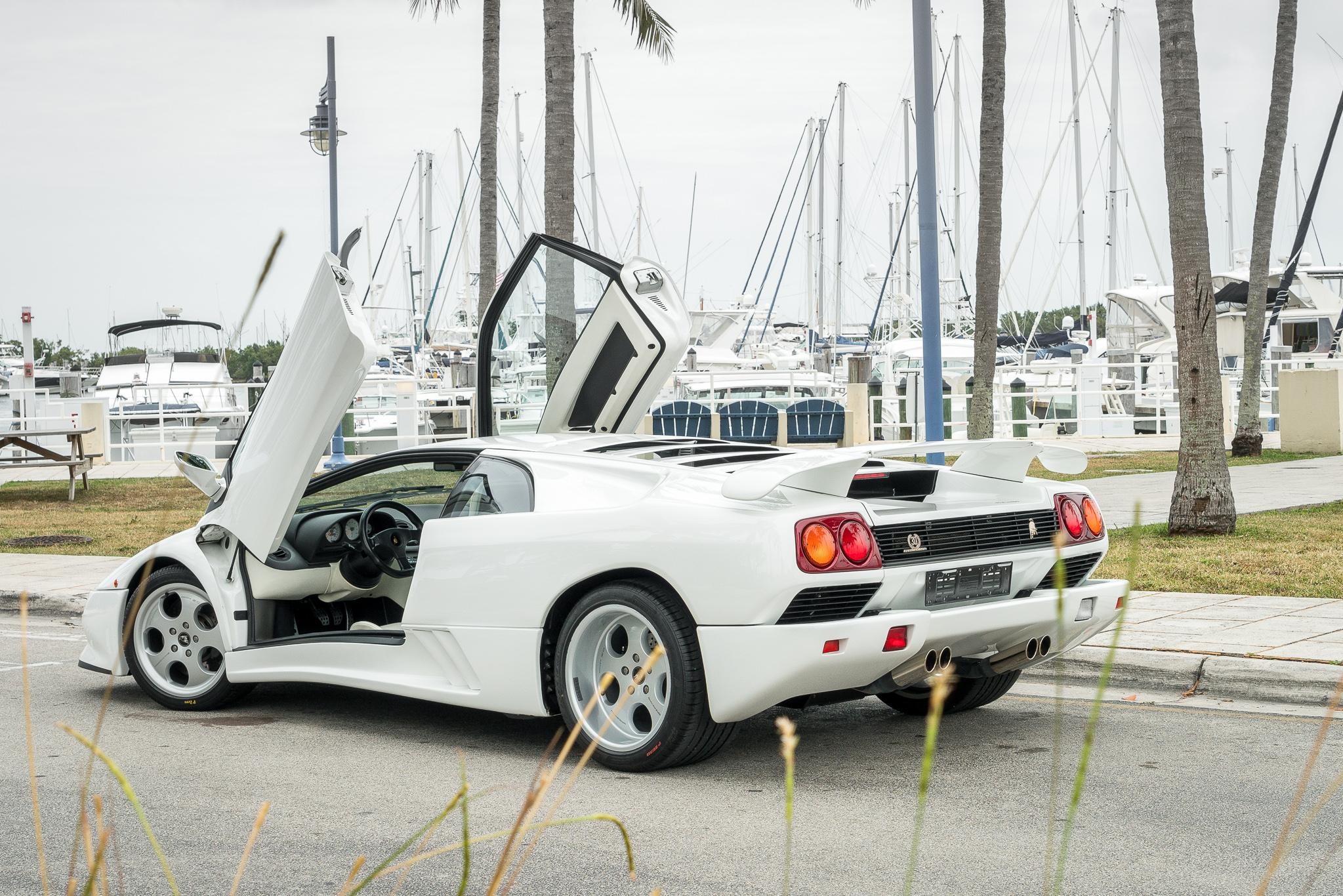 Lamborghini S F40 The Diablo Se30 Curated