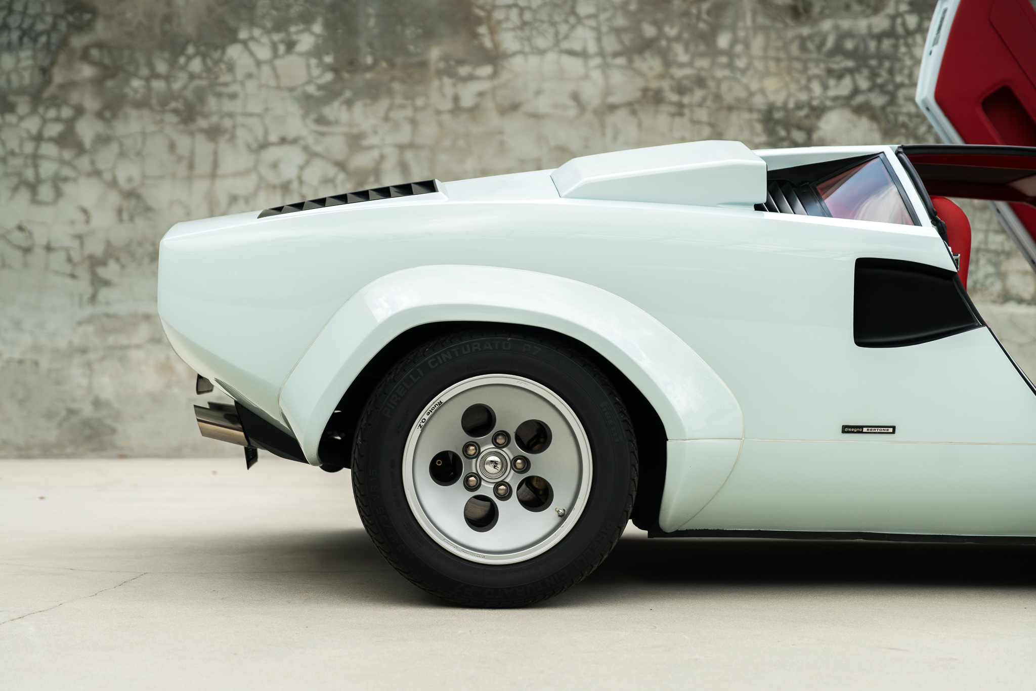 Lamborghini Countach White On Red 9878 Curated